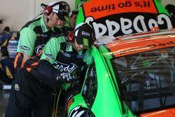 Danica Patrick, Stewart-Haas Racing Chevrolet : Travail sur la voiture