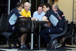 Christian Horner, jefe de equipo de carreras Red Bull en una reunión