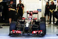 罗曼·格罗斯让, 离开维修区,驾驶路特斯F1赛车E22开始第一圈