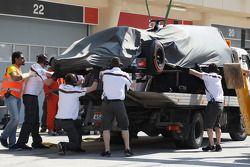 索伯C33赛车,阿德里安·苏蒂尔, 索伯车队,被盖住架在卡车上送回维修区