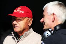 (Soldan Sağa): Niki Lauda, Mercedes Fahri Başkanı ve Geoff Willis, Mercedes AMG F1 Teknoloji Direktörü