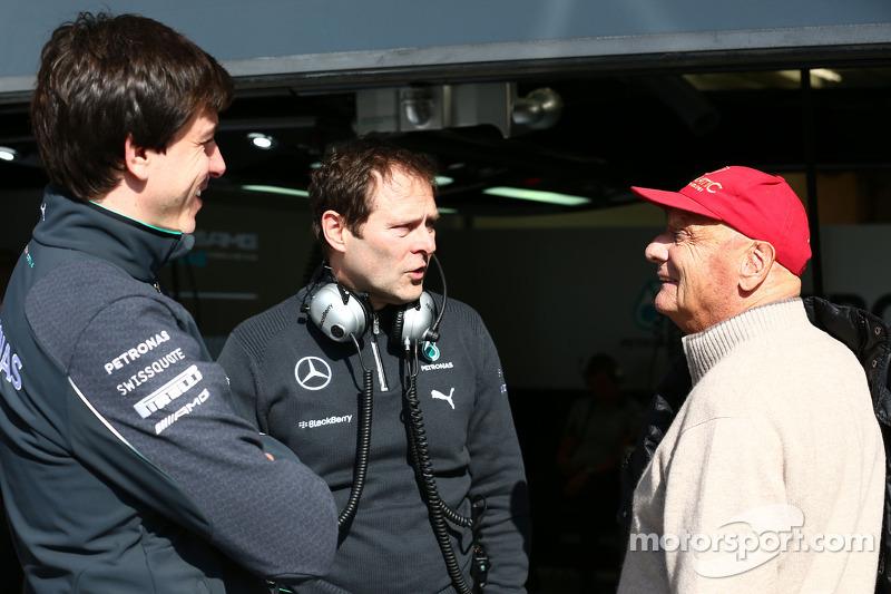 (Da sinistra a destra): Toto Wolff, Mercedes AMG F1 Azionista e Direttore Esecutivo con Aldo Costa,