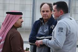 Le Prince Salman bin Hamad Al Khalifa avec Gerhard Berger et Eric Boullier