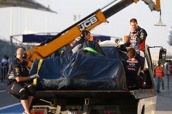 塞巴斯蒂安·维特尔,和他的红牛车队RB10赛车,赛车被改好放在一辆卡车上运回维修区