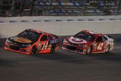 Tony Stewart, Stewart-Haas Racing Chevrolet and Kyle Larson, Ganassi Racing Chevrolet