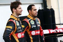 (Da sinistra a destra): Romain Grosjean, Lotus F1 Team con il compagno di squadraPastor Maldonado, L