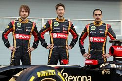 Charles Pic; Romain Grosjean, Lotus F1 Team; Pastor Maldonado, Lotus F1 Team; bei der Teamvorstellun