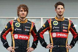 (Da sinistra a destra): Charles Pic, con Romain Grosjean, Lotus F1 Team alla presentazione della F1
