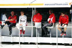 玛鲁西亚F1车队维修通道指挥台