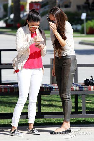 Gabriele Tarkany esposa de Pastor Maldonado y Jessica Michibata novia de Jenson Button, McLaren
