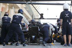Valtteri Bottas, Williams FW36, oefent een pitstop