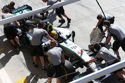 Lewis Hamilton, Mercedes AMG F1 W05 en pits