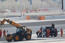 帕斯托·马尔多纳多的路特斯F1赛车E22, 路特斯F1车队,赛车被盖好架在卡车后拉回维修区