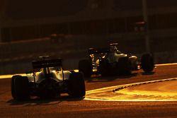 Sergio Pérez, Sahara Force India F1 VJM07 lidera a Felipe Massa, Williams FW36