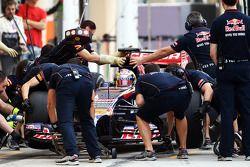 Boxenstopptraining: Jean-Eric Vergne, Scuderia Toro Rosso STR9