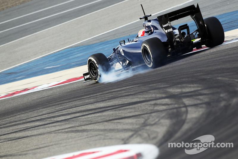 Felipe Nasr, Williams FW36 Test ve Yedek Pilotu frenleme altında lastiklerini kilitliyor
