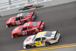 比赛中:Dale Earnhardt Jr.; Landon Cassill; Scott Lagasse Jr.
