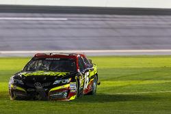 Sorun yaşayan; Clint Bowyer, Michael Waltrip Racing Toyota