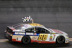 Sieger Dale Earnhardt Jr., Hendrick Motorsports Chevrolet