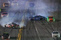Austin Dillon, Richard Childress Racing Chevrolet et Aric Almirola, Richard Petty Motorsports Ford e