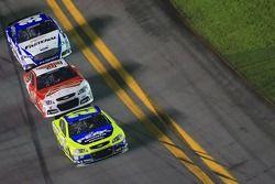 Paul Menard, Richard Childress Racing Chevrolet et Kevin Harvick, Stewart-Haas Racing Chevrolet et C