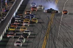 Kurt Busch, Stewart-Haas Racing Chevrolet fa un testacoda
