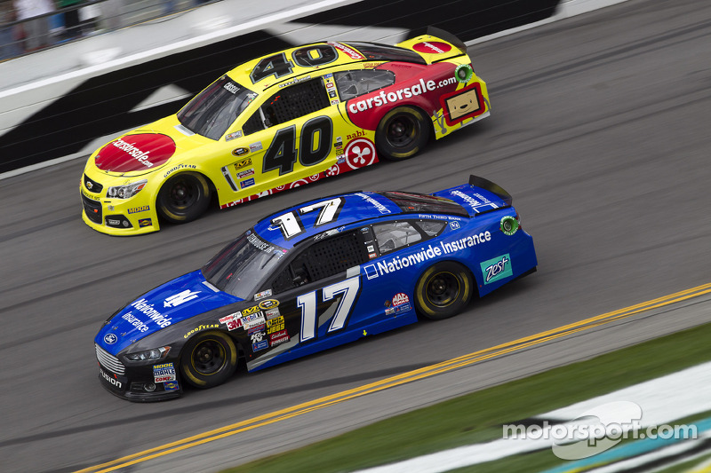 Ricky Stenhouse Jr.,和Landon Cassill