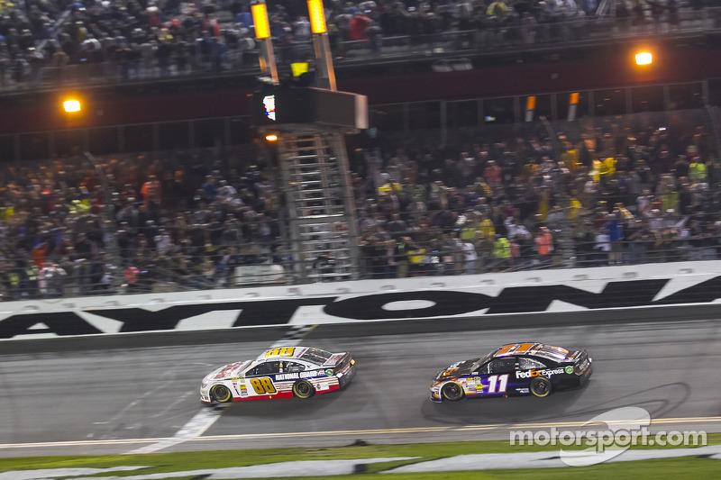 Dez anos depois da primeira vitória da Daytona 500, Dale Earnhardt Jr. reencontrou o caminho do Victory Lane em 2014, superando Denny Hamlin na última volta.