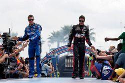 Carl Edwards, Roush Fenway Racing Ford et Alex Bowman, BK Racing Toyota