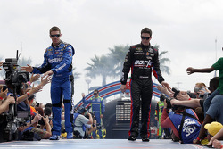 Carl Edwards, Roush Fenway Racing Ford et Alex Bowman, BK Racing Toyota