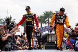 Clint Bowyer, Michael Waltrip Racing Toyota ve Ryan Newman, Richard Childress Racing Chevrolet