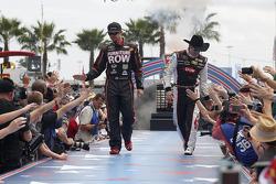 Martin Truex Jr., Furniture Row Racing Chevrolet et Austin Dillon, Richard Childress Racing Chevrole