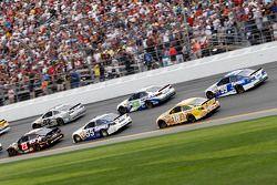 Alex Bowman, BK Racing Toyota, Brian Vickers, Michael Waltrip Racing Toyota, Kyle Busch, Joe Gibbs R
