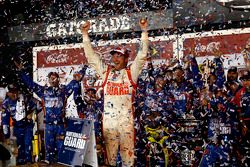 Kazanan Dale Earnhardt Jr., Hendrick Motorsports Chevrolet