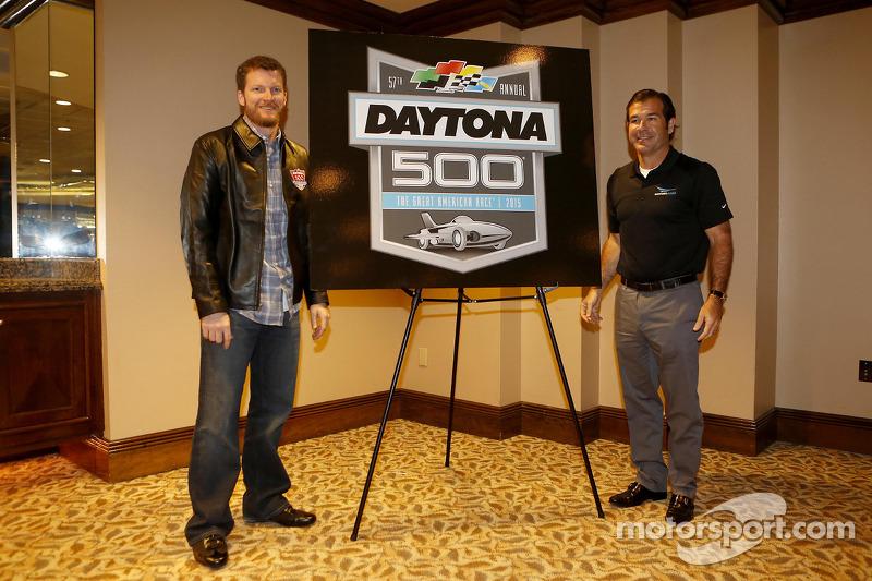 Şampiyonun kahvaltısı: Daytona 500 2015 yeni logosu ve Dale Earnhardt Jr., Hendrick Motorsports Chev