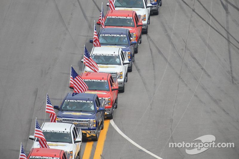Pilot geçiş töreni için Chevrolet kamyon pilotları sıralaması