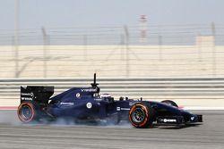 Valtteri Bottas, Williams FW36. frenleme altında lastiklerini kilitliyor