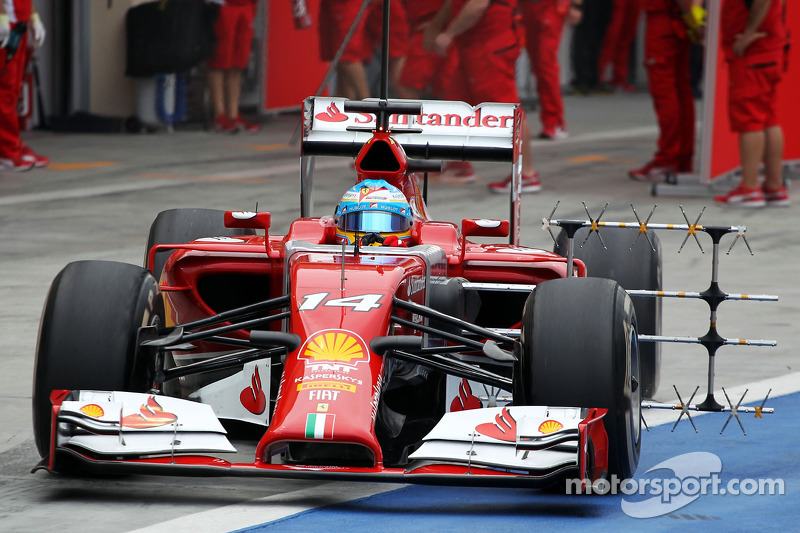 Fernando Alonso, Ferrari F14-T pitten ayrılıyor ve sensor equipment