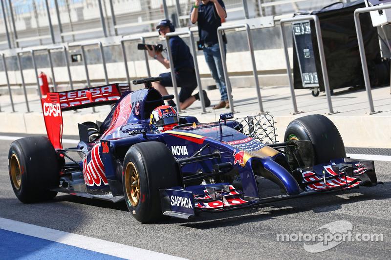 Daniil Kvyat, Scuderia Toro Rosso STR9 yeni ön kanatla birlikte