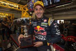 Yarış galibi Jamie Whincup, Red Bull Holden