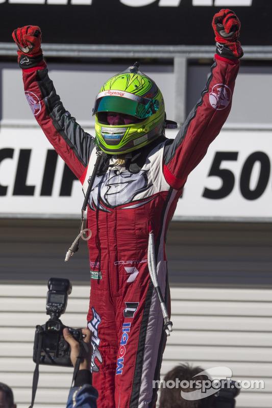 Vencedor da corrida James Courtney, Holden Racing Team