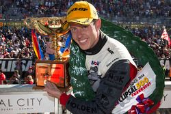 Vainqueur: James Courtney, Holden Racing Team