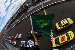 起步: Brad Keselowski, Penske福特车队,领先