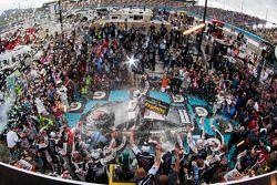比赛获胜者 Kevin Harvick, Stewart-Haas雪佛兰车队