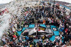 Race winner Kevin Harvick, Stewart-Haas Racing Chevrolet