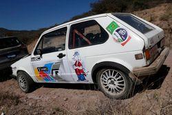 Un viejo VW Polo con nuevos colores