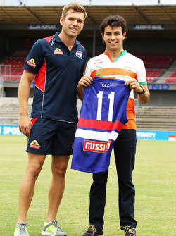 Shaun Higgins avec Sergio Pérez