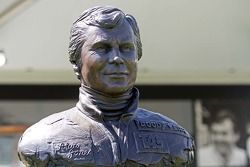 A statue of Alan Jones (AUS).