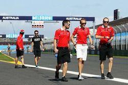 Max Chilton, Marussia F1 Takımı, pistte yürüyor