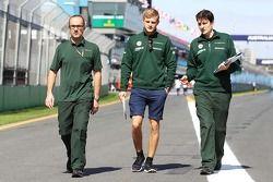 Marcus Ericsson, Caterham pistte yürüyor